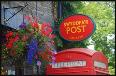 CENARTH (brynmeillion - JAN) Tags: flowers wales fdsflickrtoys searchthebest cymru postoffice ceredigion telephonebox cubism blodau cenarth hangingbaskets blueribbonwinner supershot top20colorpix abigfave anawesomeshot anuniverseofflowers swydddfabost