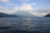 中禅寺湖の最奥部から見た男体山