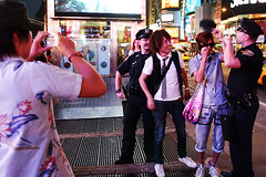 (-Antoine-) Tags: new york nyc newyorkcity usa ny newyork canon square eos japanese us cops manhattan police sigma wideangle tourists 10d timessquare cop casquette times 20mm 20 f18 18 2008 eos10d policeman japonais policemen touristes sigma20mmf18 20mmf18 antoinerouleau