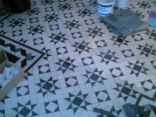 tile blkly hall floor
