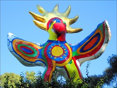Sun God ~ ( for James ~ He understands the sun better than I do ;-) (Dominique Guillochon) Tags: california trees sculpture usa sun beach colors unitedstates sandiego bluesky beachlife physics psychedelic sungod niki ucsd californiacoast modernsculpture astrophysics nikidesaintphalle whimsicalsculpture psychedelicsculpture ucsdsculpture
