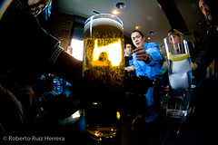 Where's my beer? (Berts @idar) Tags: zaragoza photowalk 8mm fz peleng espaa peleng8mmfisheye canoneos400ddigital xatakafoto pendientesdeetiquetar photowalkxfzaragoza ¹⁄₁₅sec