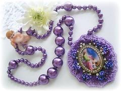 Anjo da guarda... (Lidia Luz) Tags: necklace beads handmade embroidery crochet jewelry bijoux bijuteria pearl colar pérola crochê bijoutueria