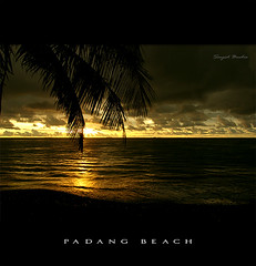Sunset at Padang Beach ( DocBudie) Tags: sunset padang padangbeach flickrsbest sumaterabarat colorphotoaward westsumatera goldstaraward pantaipadang