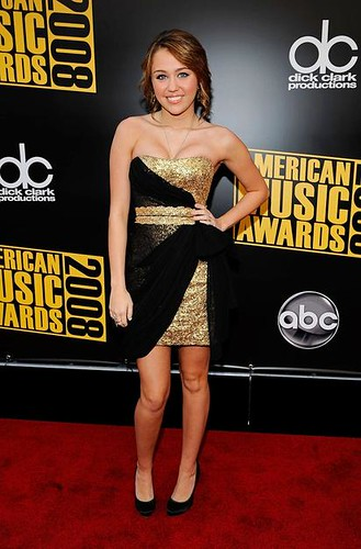 Singer/Actress Miley Cyrus arrives at the 2008 American Music Aw