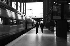 Verso.... (Alessandro Cariani) Tags: madrid blackandwhite station train espana stazione bianco treno nero biancoenero spagna alessandrocariani