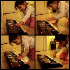 Lily zoue de la musique