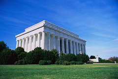 CB058221 (stee2007f) Tags: trees usa architecture photography washingtondc skies colorphotography nobody lincolnmemorial northamerica government bushes lawns memorials midatlantic clearskies americanperiodorstyle northamericanperiodorstyle greekrevivalperiodorstyle henrybacon