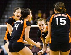 Oregon State teammates (Eric Wolfe) Tags: california usa college sports losangeles unitedstates celebration volleyball cheering universities oregonstatebeavers original:filename=200710110345jpg