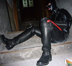 22 (Rubberping) Tags: rubber waders rubberboots gazmask