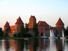 Castle on the lake (mdanys) Tags: life castle smile wow best osama lovely reflexions lithuania trakai lietuva danys pilis cotcmostfavorited middle 5photosaday platinumheartaward flickrestrellas ages mindaugasdanys mdanys