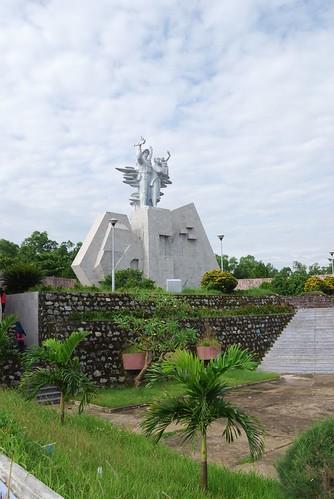 Tượng đài - nghĩa trang đường 9