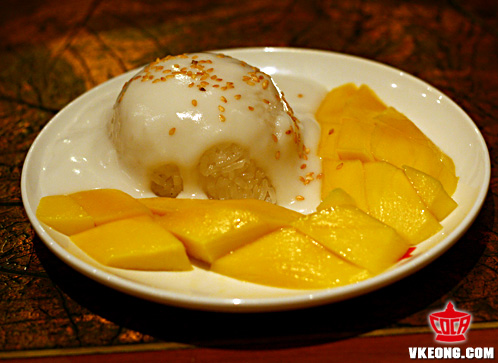 mango on sticky rice