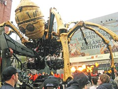 La Machine, Giant Spider, spider awakes, 5th Sep 2008 (kierhardie) Tags: liverpool spider arachnid machine albertdock giantspider capitalofculture2008 mechanicalspider lamachine