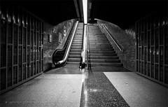 Barcelona Metro - Verdaguer (jsprhrmsn.photography) Tags: barcelona blackandwhite white black blanco lines architecture underground design spain arquitectura europe metro zwartwit curves negro bcn shapes zwart wit bdf architectuur tmb blancyynegro jsprhrmsnphotography