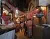 Shopping i Kairo. I Kairo finns många bazarer och marknaders där du kan shoppa loss. Shopping i Kairo kan rekommenderas.'