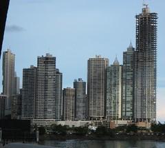 Rascacielos de Ciudad de Panam (parrao) Tags: paz playa resort piscinas vacaciones panam placer paraso rascacielos decameron privilegio familiafeliz