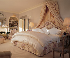 Mariah Carey's bed... (lorryx3) Tags: bed cream blanket drape mariah comforter carey mariahcarey
