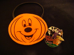 Mickey and MInnie Halloween pin (partyhare) Tags: castle halloween bag pumpkin pin witch jackolantern pins disney mickey mickeymouse minnie wdw waltdisneyworld pintrading disneypin disneypins