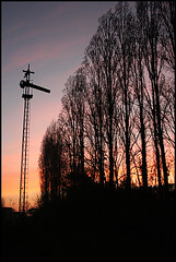 FFCC (nachik) Tags: train tren atardecer lila escalera amanecer naranja semforo violeta oranje ferrocarril vas lamos colourartaward