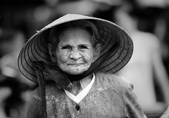 The Old Lady (DufferLong) Tags: old blackandwhite bw white black blancoynegro blanco lady canon asian blackwhite asia southeastasia long vietnamese negro vietnam explore viet oldlady saigon hochiminhcity blanc bnw negre nam blancinegre duffer southeastasian interestingness312 i500 canonef135mmf2lusm utatafeature 40d canoneos40d canon40d dufferlong potdtheinspiringphotograph