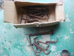 大昔の建物から出た和鉄の鎹とはねぎ吊金物
