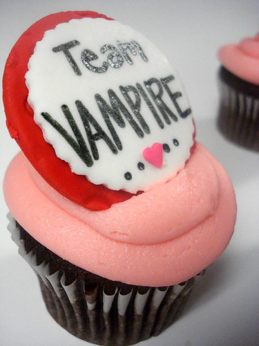 More Twilight Cupcakes - Team Vampire