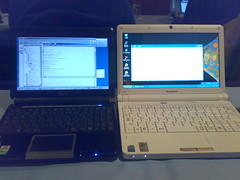 EeePC901とIdeaPad S10e並べて撮影