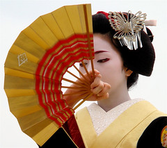 The maiko (apprentice geisha) Konomi /   / Kyoto, Japan (momoyama) Tags: travel portrait girl beautiful beauty yellow festival japan butterfly asian japanese fan dance costume kyoto shrine asia traditional culture 85mm maiko geisha   kimono 2008 kanzashi  konomi reisai