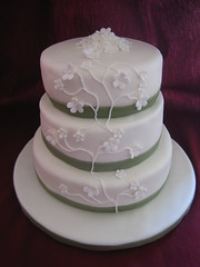 Vined Flower Wedding Cake (Linzi's Cakes) Tags: flowers wedding green cake vine ribbon pearl fondant dragge