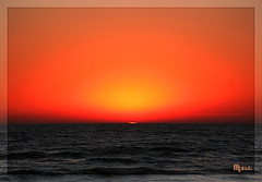 Atardecer rojo (Malouk!) Tags: sunset red sea sun mer sol beach yellow jaune rouge uruguay atardecer soleil mar rojo glare shine magic playa amarillo plage atlanticocean ocaso magicmoments piriapolis magico coucherdusoleil lueur resplandor oceanoatlantico supershot malouk anawesomeshot diamondclassphotographer colourartaward betterthangood