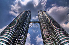 Going wide with KLCC (lordmint) Tags: tokina1224 hdr klcc urbanscape petronastwintower 40d multimegashot