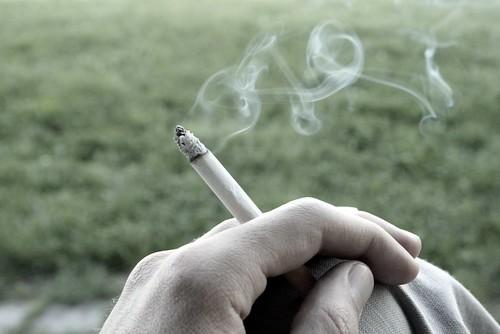 Yak'da ver sigarami, derdimi anlatayim, duman olsun bu dünya