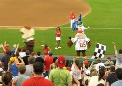 Teddy Roosevelt disqualified for riding motor scooter in Washington Nationals presidents race