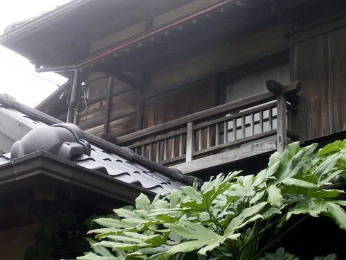突然の重厚な家。