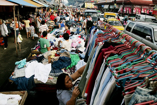 Bankerohan, Davao City ukay-ukay used clothes vendor, market street  Buhay Pinoy Philippines Filipino Pilipino  people pictures photos life Philippinen  菲律宾  菲律賓  필리핀(공화국) shoppers