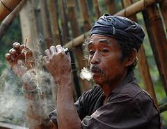 badui man (3) (Tempo Dulu) Tags: indonesia java smoking tribe baduy indigenous badui banten baduiluar