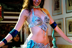 Belly Dancer torso close up (Ricardo Carreon) Tags: brazil people woman girl brasil mujer saopaulo dancing gente mulher dancer topv222 bellydance dana bailarina bailar khanelkhalili danarina danzadelvientre danar danadoventre