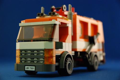 LEGO 7991 垃圾車_08.JPG
