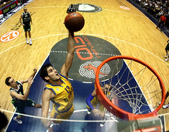 Omri Casspi going for the dunk (noamgalai) Tags: photo picture photograph allrightsreserved   euroleague maccabitelaviv  noamg noamgalai    omricasspi   omricasppi sitemain sitesports