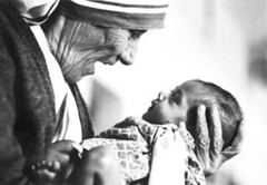 mother_theresa_with_armless_baby.jpg