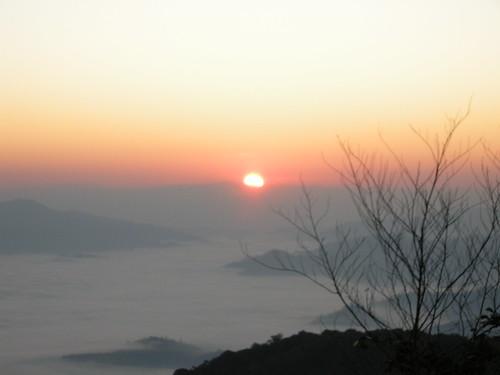 พระอาทิตย์เริ่มโผล่หัว