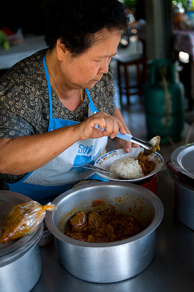Serving up food at Mae Sri Bua, a Shan restaurant in Mae Hong Son