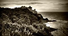 Culzean Castle (Uncle Berty) Tags: uk england bw white black castle coast scotland south berty brill bucks hdr smalls ayrshire culzean hp18 robfurminger