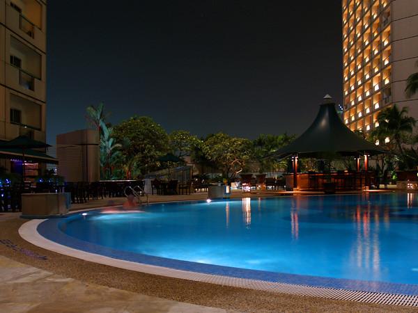 The Fairmont Singapore: Poolside