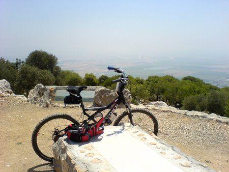 לבד עם אופניים
