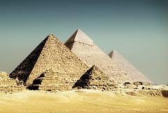 Piramides - Egipto / Egypt (oo Felix oo) Tags: travel architecture ancient nikon geometry egypt viajes egyptian egipto piramides turismo giza مصر turism piramids d80 aplusphoto felmar73