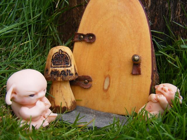 Pequeño elfo con bebé