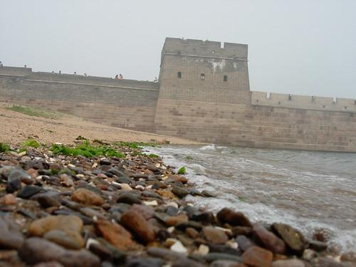 沙滩城墙海浪