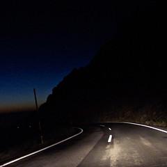 Perdiéndonos en la noche (cuadrado) / Getting lost by night (square) (juandesant) Tags: road turn noche carretera bynight granada nocturna sierranevada curva turnleft curvaalaizquierda